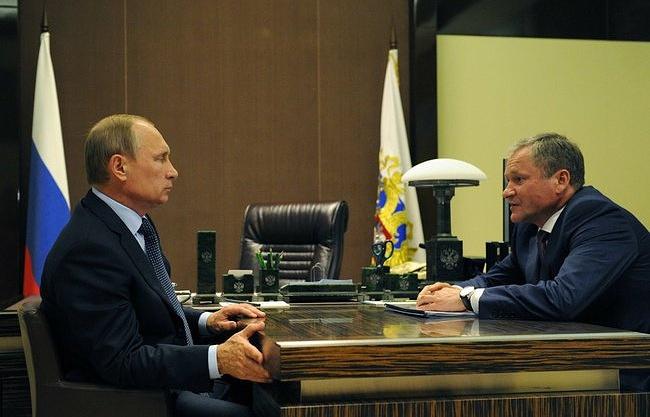 Владимир Путин и Алексей Кокорин во время рабочей встречи
