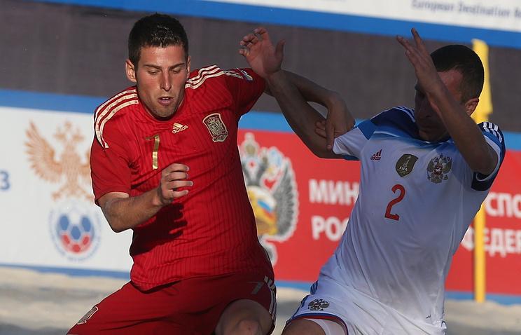 Эпизод из матча между сборными Испании и России