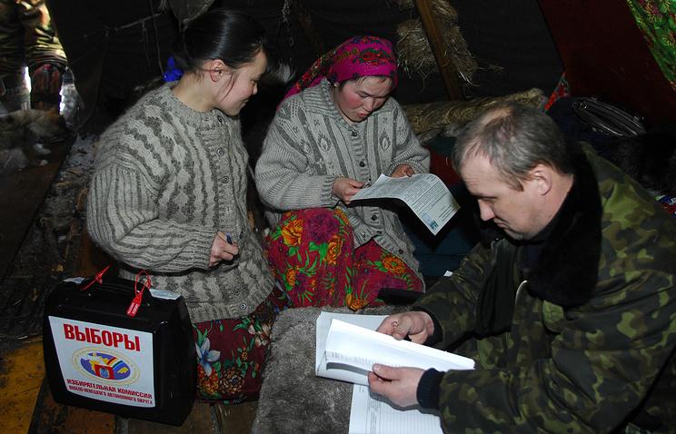 Досрочное голосование в чуме оленевода в районе реки Полуй