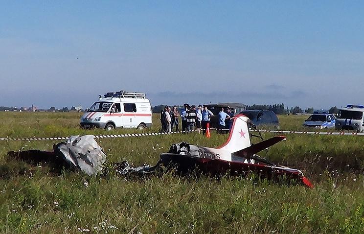 На месте крушения легкомоторного самолета Як-52 в Бердском районе Новосибирской области. 7 августа 2014 года