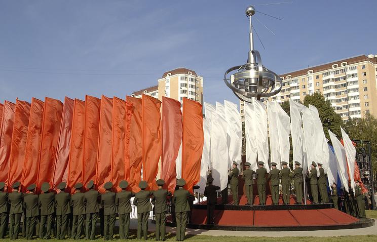 Памятник искусственному спутнику Земли в Королеве.