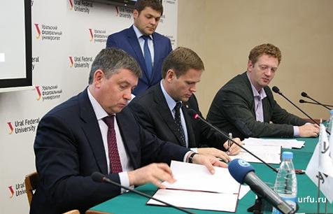 На фото (слева направо): Виктор Кокшаров, Андрей Антипинский и Даниил Сандлер