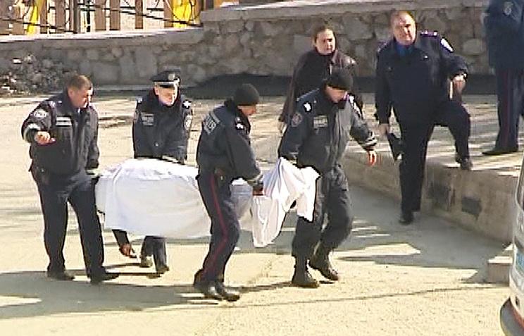 Полицейские на месте убийства мэра поселка Симеиз Кирилла Костенко
