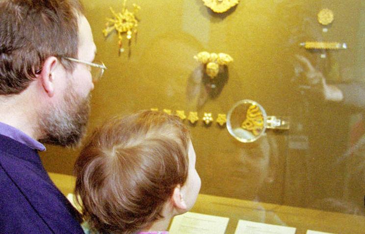 """Выставка в Эрмитаже - """"Сокровища Золотой Орды"""", архивное фото 2001 года"""