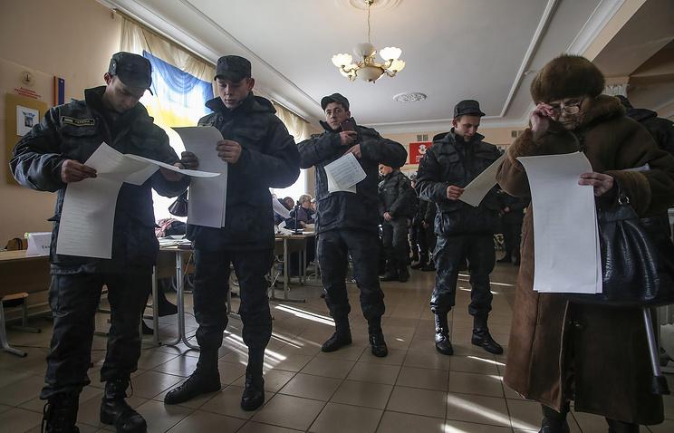 Голосование на избирательном участке в Киеве