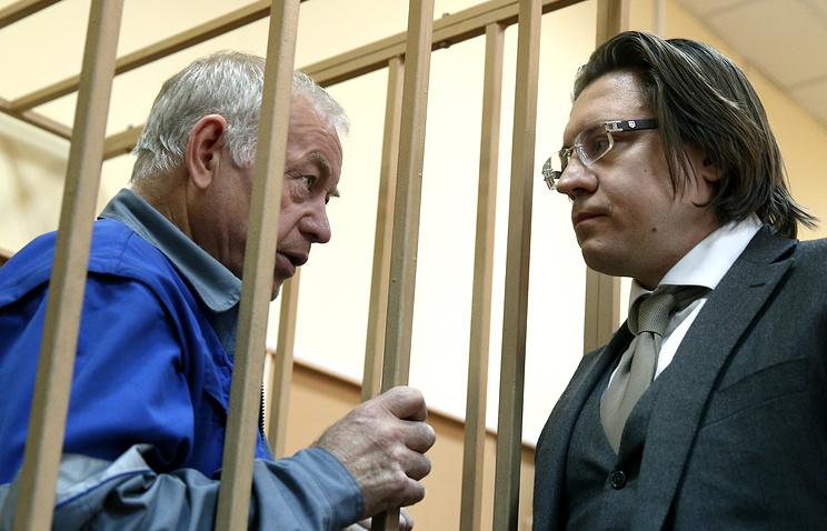 Владимир Мартыненко и его адвокат Александр Карабанов