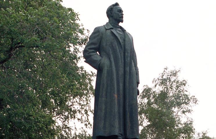 Памятник Ф.Дзержинскому на Крымском валу, архивное фото, 2000 год