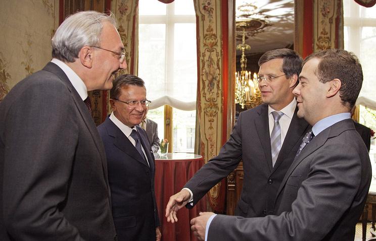 Кирилл Геворгян (крайний слева) во время рабочего визита Дмитрия Медведева в Нидерланды