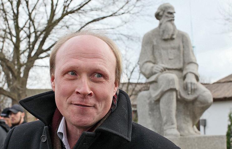 Владимир Толстой