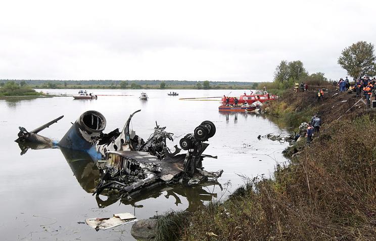 На месте катастрофы Як-42, в которой погибли хоккеисты. Сентябрь 2011 года