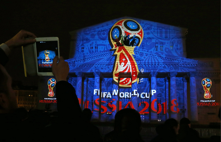 Презентация логотипа и образа чемпионата мира по футболу 2018 года в световой проекции на фасад Большого театра в Москве