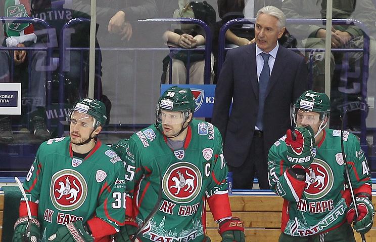 """Хоккеисты """"Ак Барса"""" и главный тренер команды Зинэтула Билялетдинов"""