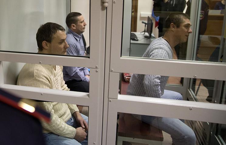 Обвиняемые Михаил Ищенко, Виталий Антишин и Алексей Пронин (слева направо)