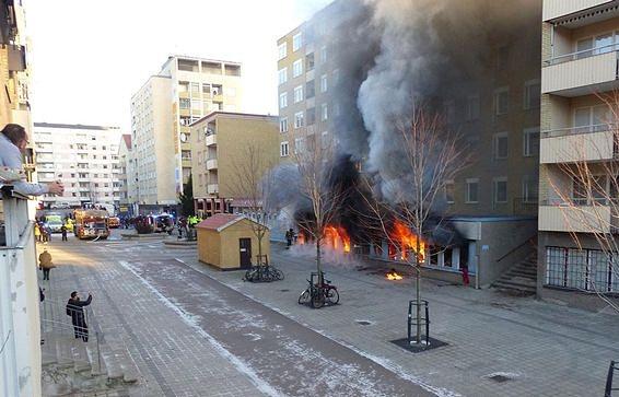 В шведском городе Эскильстуна подожгли мечеть, расположенную в нижнем этаже жилого дома