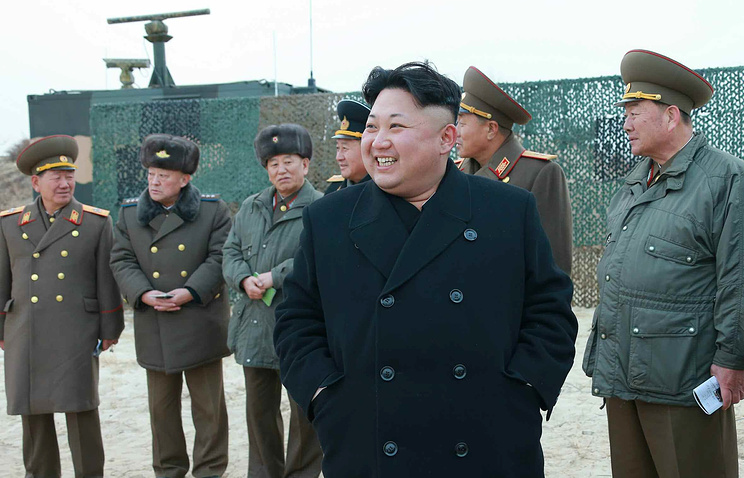 Лидер КНДР Ким Чен Ын (на первом плане)