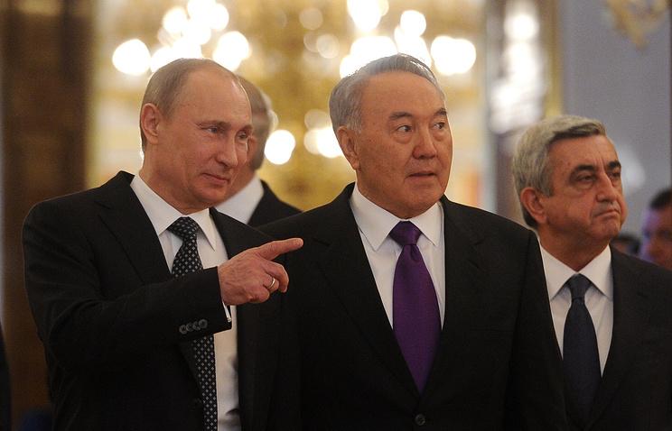 Президент РФ Владимир Путин, президент Казахстана Нурсултан Назарбаев и президент Армении Серж Саргсян