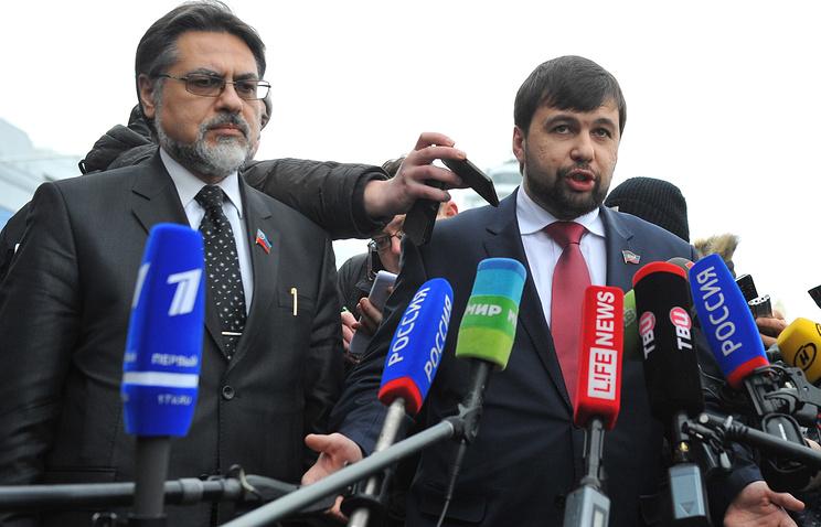 Представитель ЛНР Владислав Дейнего и представитель ДНР Денис Пушилин (слева направо)