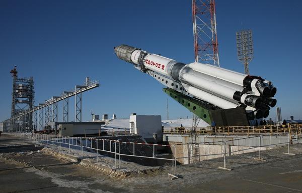 Подготовка к старту ракеты «Протон-М» с космическим аппаратом «Инмарсат-5Ф2»