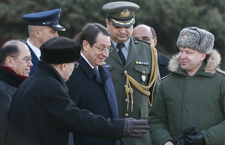 Президент Кипра Никос Анастасиадис (в центре)