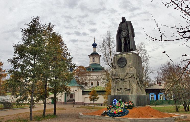 Вид на Знаменский монастырь в Иркутске