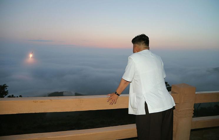 Лидер Северной Кореи Ким Чен Ын на испытаниях баллистических ракет, архив