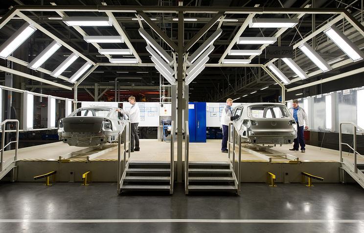 Сборка автомобилей на заводе немецкого концерна Volkswagen в Калуге