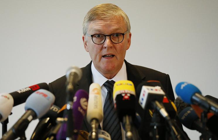 Глава Germanwings Томас Винкельманн во время пресс-конференции