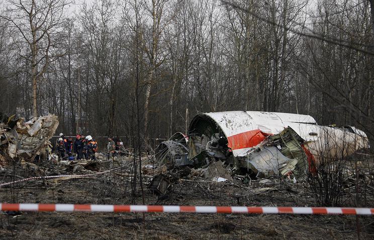 На месте катастрофы под Смоленском, 11 апреля 2010 года