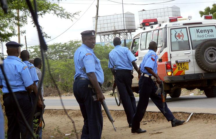 Полицейские и скорая  помощь у университета в городе  Гарисса