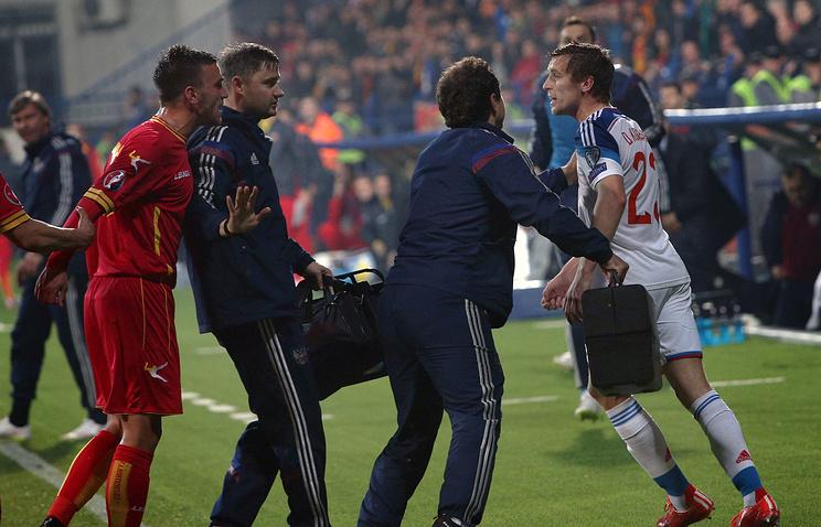 Эпизод из матча между сборными Черногории и России