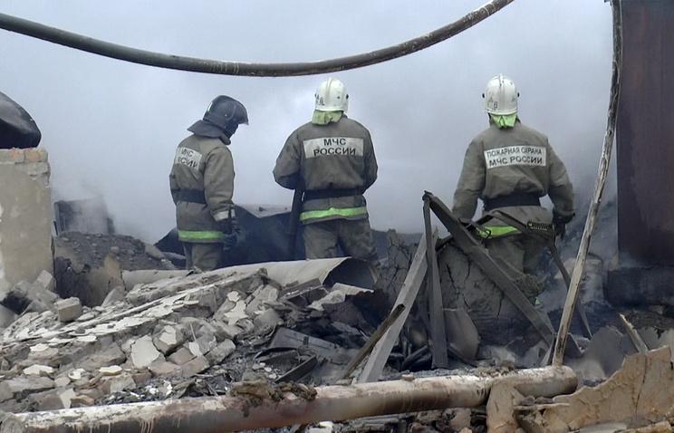 Хакасия. Сотрудники МЧС РФ во время ликвидации пожара