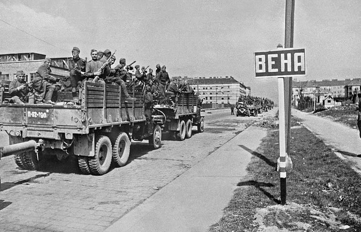 Советские войска  в Вене, 15 апреля 1945 года