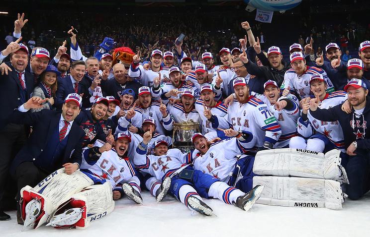 Игроки СКА после победы в матче финальной серии плей-офф Кубка Гагарина КХЛ