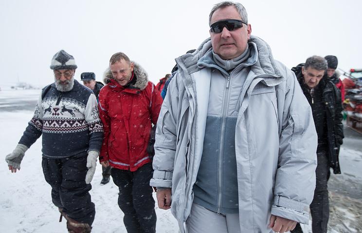 Архипелаг Шпицберген. Вице-премьер РФ Дмитрий Рогозин (справа)