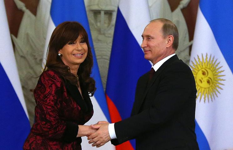Президент Аргентины Кристина Фернандес де Киршнер и президент РФ Владимир Путин на церемонии подписания совместных документов