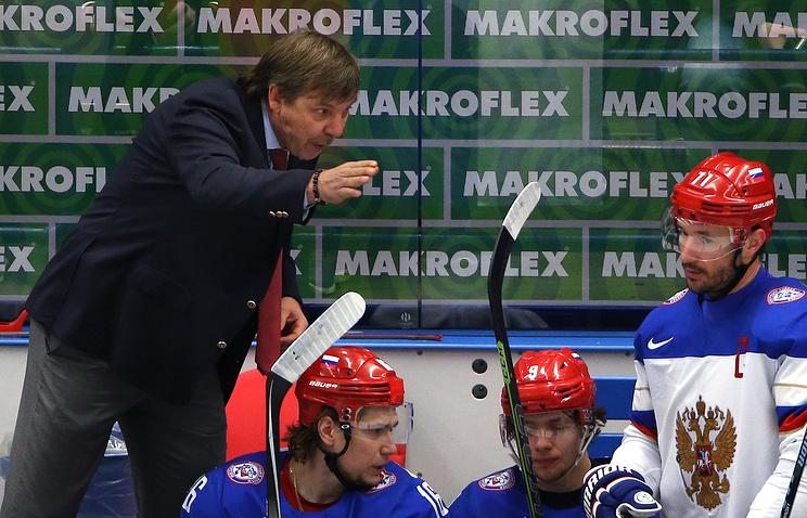 Главный тренер сборной России Олег Знарок и игроки национальной команды