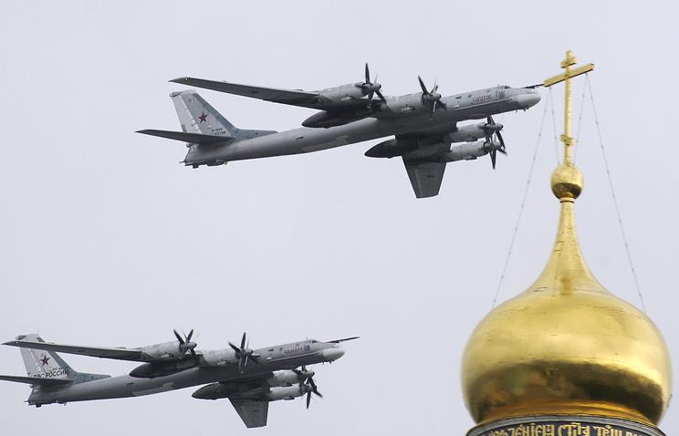 Бомбардировщики Ту-95МС во время репетиции парада