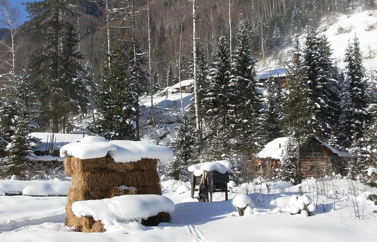 У дома отшельницы Агафья Лыковой в верховьях Большого Абакана