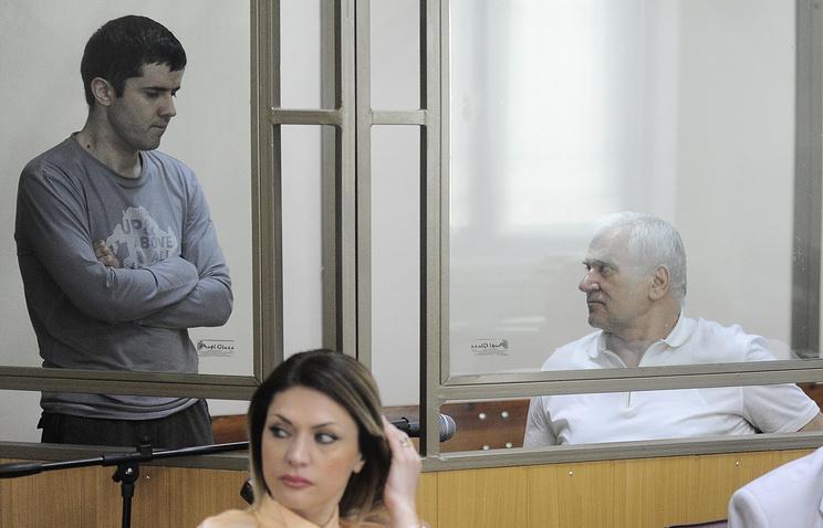 Бывший мэр Махачкалы Саид Амиров (справа) и бывший заместитель мэра Каспийска и племянник экс-мэра Махачкалы Юсуп Джапаров (слева)