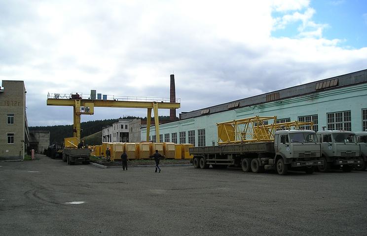 Отгрузка частей башенного крана с площадки готовой продукции Нязепетровского завода
