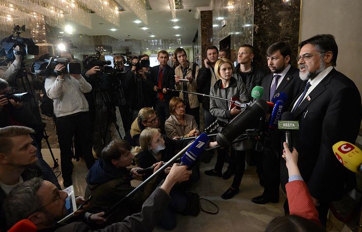Представители Донецкой народной республики Денис Пушилин и Луганской народной республики Владислав Дейнего