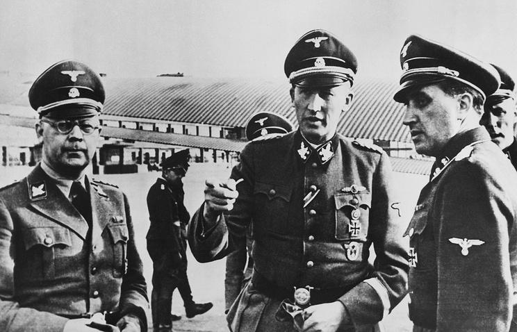 Рейнхард Гейдрих (в центре), 1942 год