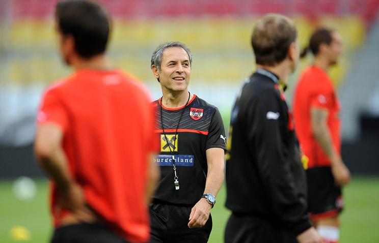 Тренер сборной Австрии по футболу Марсель Коллер во время тренировки сборной