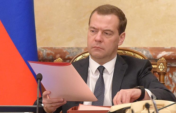 Премьер-министр РФ Дмитрий Медведев на заседании правительства
