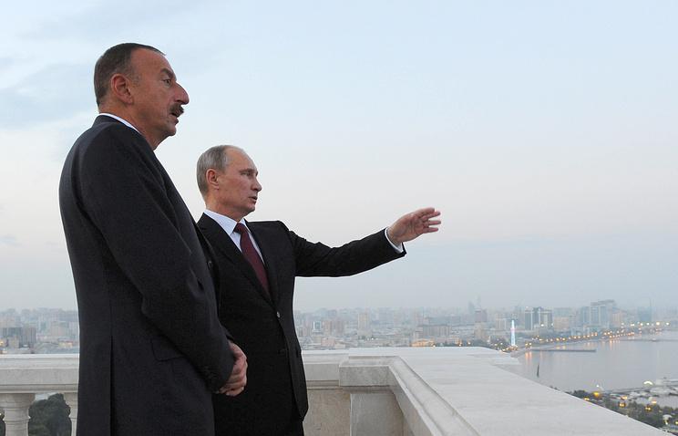 Президент Азербайджана Ильхам Алиев и президент РФ Владимир Путин (слева направо) в Баку. 2013 год