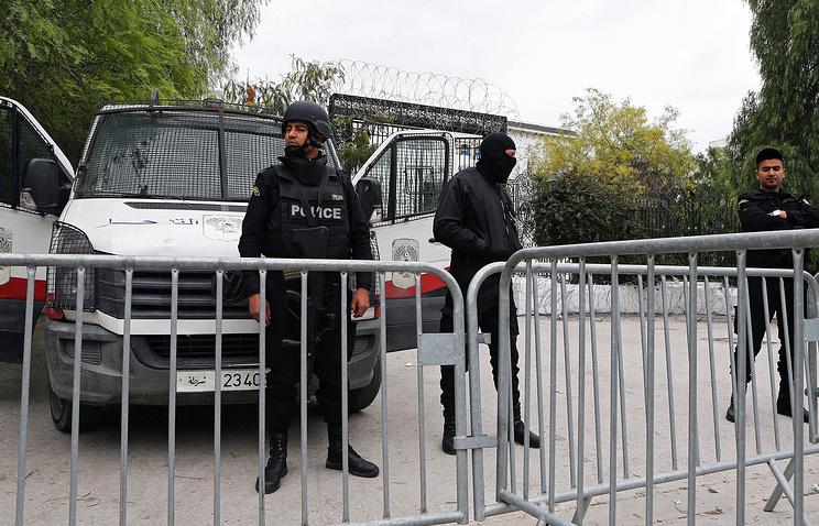 Полицейские возле Национального музея Бардо в Тунисе, 21 марта 2015 года