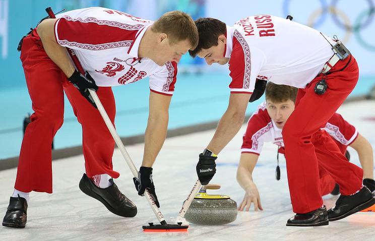 Игроки сборной России Алексей Стукальский и Александр Козырев (слева направо)