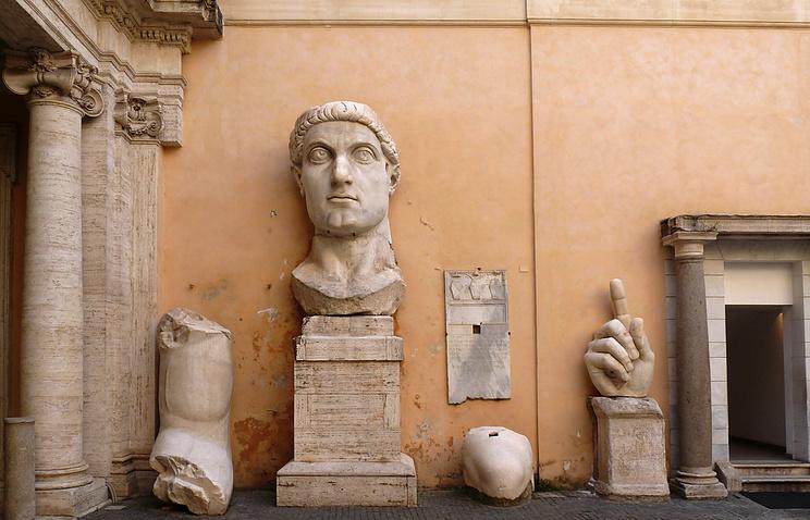 Части статуи Константина I