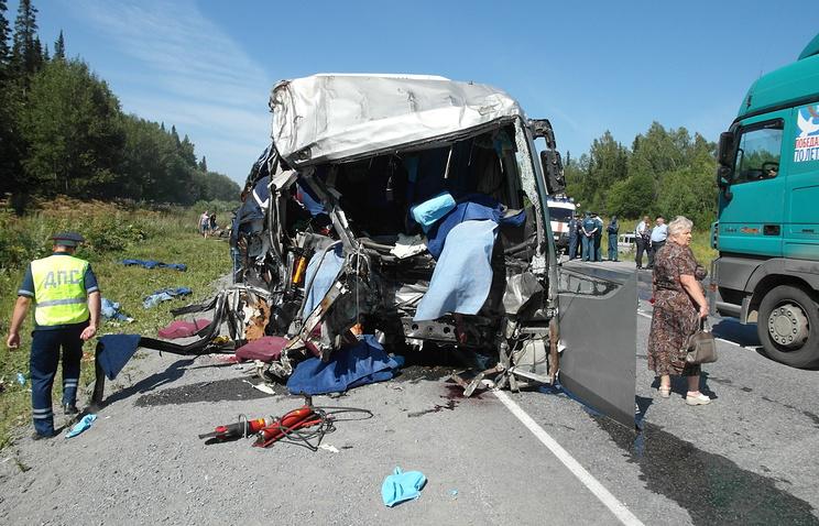 """На месте ДТП с участием рейсового автобуса и грузовика на федеральной трассе М-53 """"Байкал"""""""