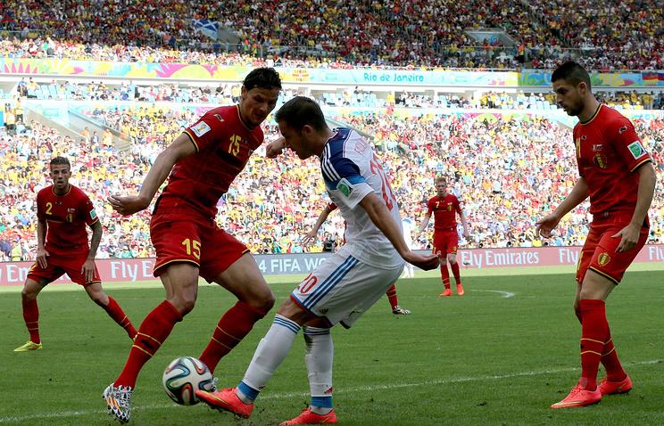 Эпизод из матча между сборными Бельгии и России на ЧМ-2014